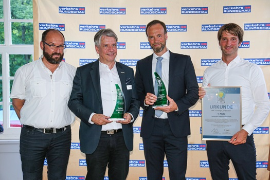 DAF-CF-Electric-wins-Green-Trucks-Award-2019-DAF-CF-Electric-Hand-over-of-the-Award-02